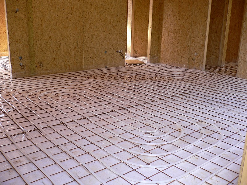 Het Kapottehuis/2005/2005-07-13/Vloerverwarming woonkamer 2