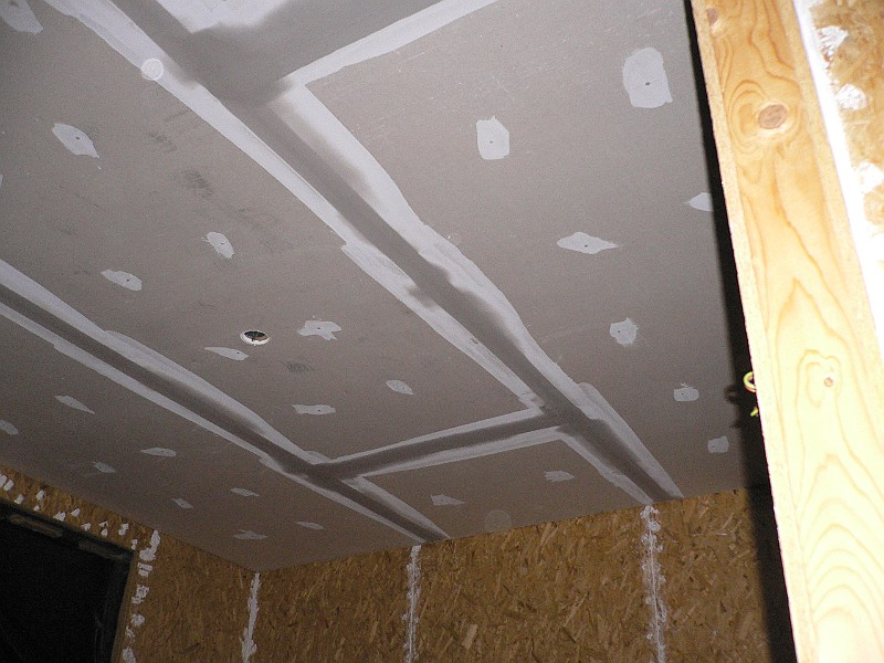 Het Kapottehuis/2005/2005-11-16/Stucwerk plafond slaapkamer MacKenzie